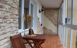 Варианты декоративной отделки балкона
