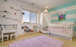 Полоска на стенах и в декоре детской комнаты